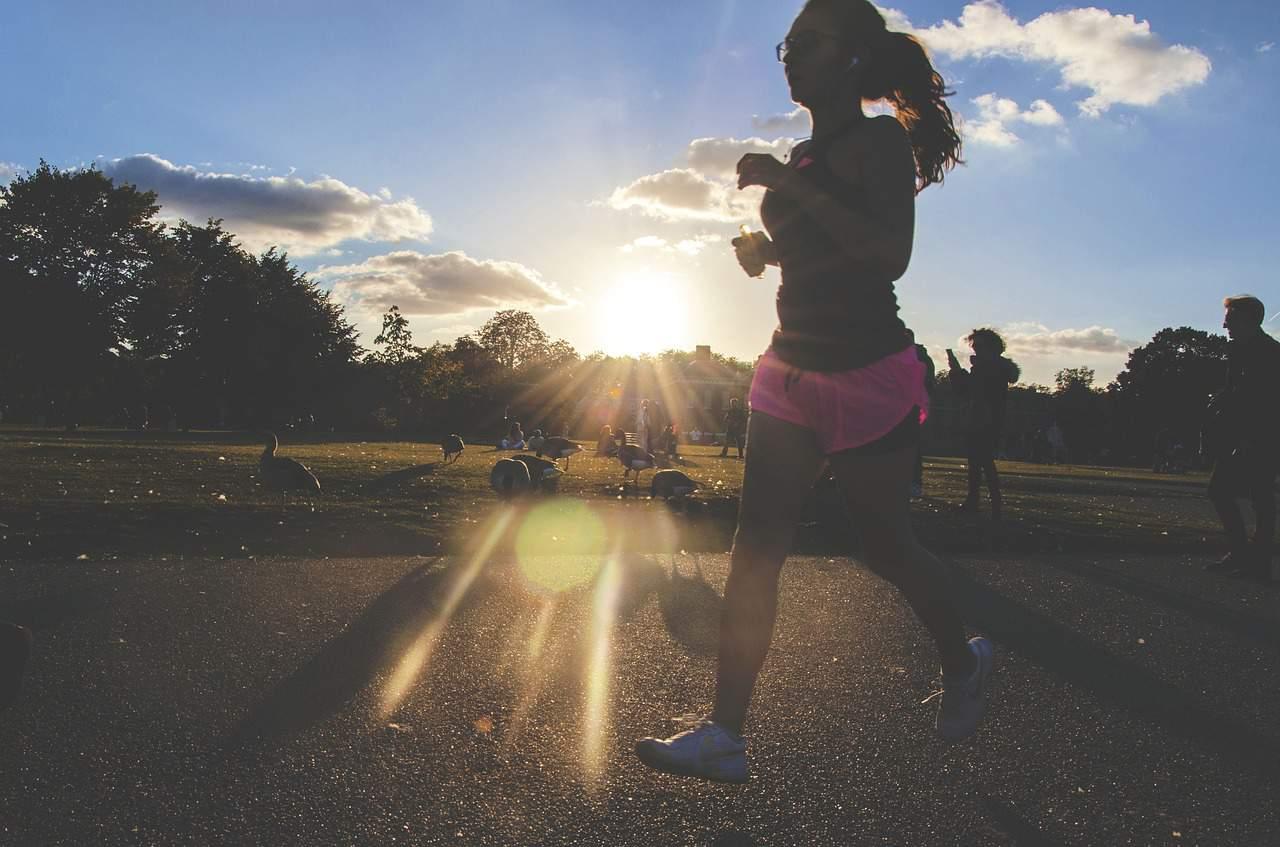 Jogging e corrida: Entenda como esses exercícios melhoram sua saúde mental
